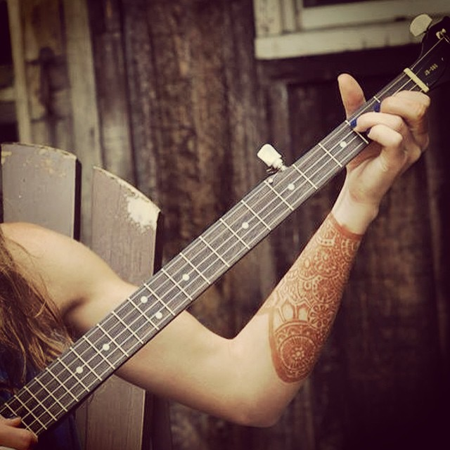 henna arm shield banjo