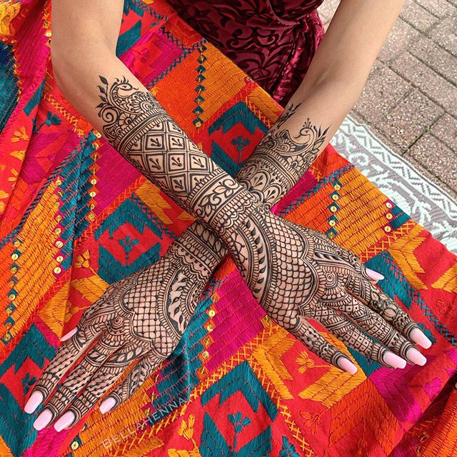 one more of Tanya's bridal mehndi💕 thank you for sitting so still for me!  #awesomebride #bridalhenna #betterthanjewelry