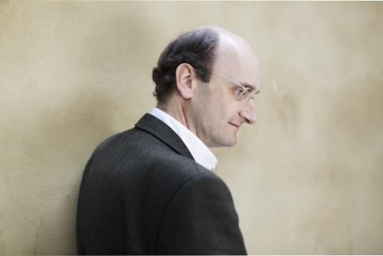 Andrew Manze, conductor.