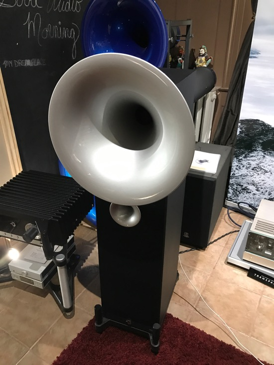 Avantgarde Acoustic horns, sounding amazing with Phasemation tube electronics and Bergmann Audio Galder Turntable.