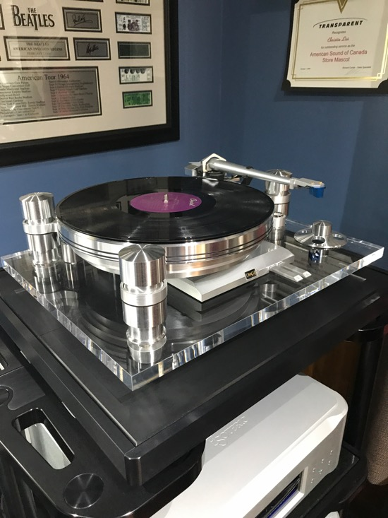 Bien! Jacques Riendeau's iconic Oracle Turntable in its Delphi 6 incarnation. The best speed change design in the business.