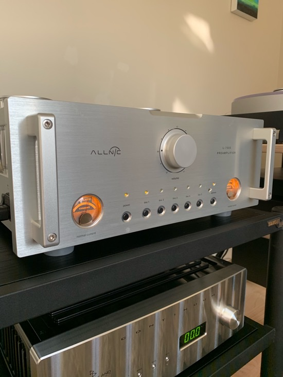 The L-7000 atop the Jeff Rowland Continuum S2 Integrated Amplifier. Both tube health metres with correct readings and glowing beautifully. The L-7000 is available in silver or black.