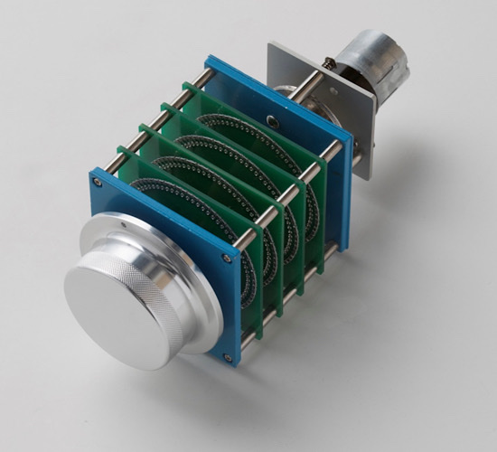 The potentiometer is a first. A proprietary, precision, 61-step, single contact, oil-clutched, motorized attenuator volume control. Phew! Say that ten times fast. Taken from Allnic's top of the line L-10000 OTL/OCL Preamplifier ($30,000). The attenuator features constant impedance making very high resolution constant at any level. It also minimizes phase shifts.