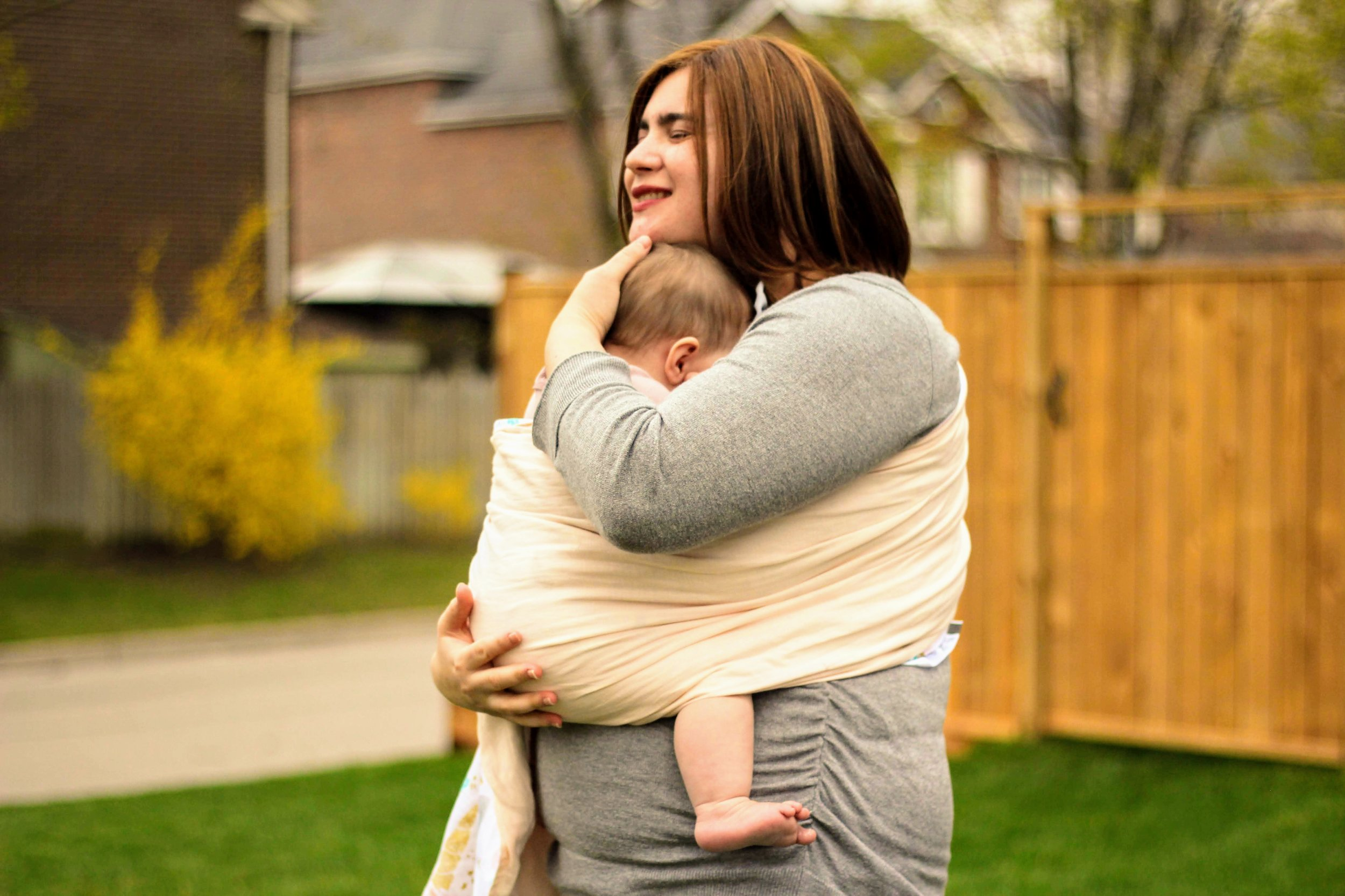 Babywearing can increase bonding.