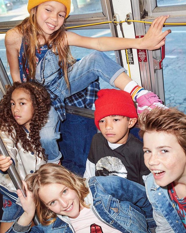 Bus full of best friends! 🚌 #backtoschool @raulruz #heidinymarkbeauty #hairandmakeup @artdeptagencyla #coolkids @jess_mishler @michenbaum @summerjaxproductions @thcreativeco 💖 #crew #Repost @abercrombiekids