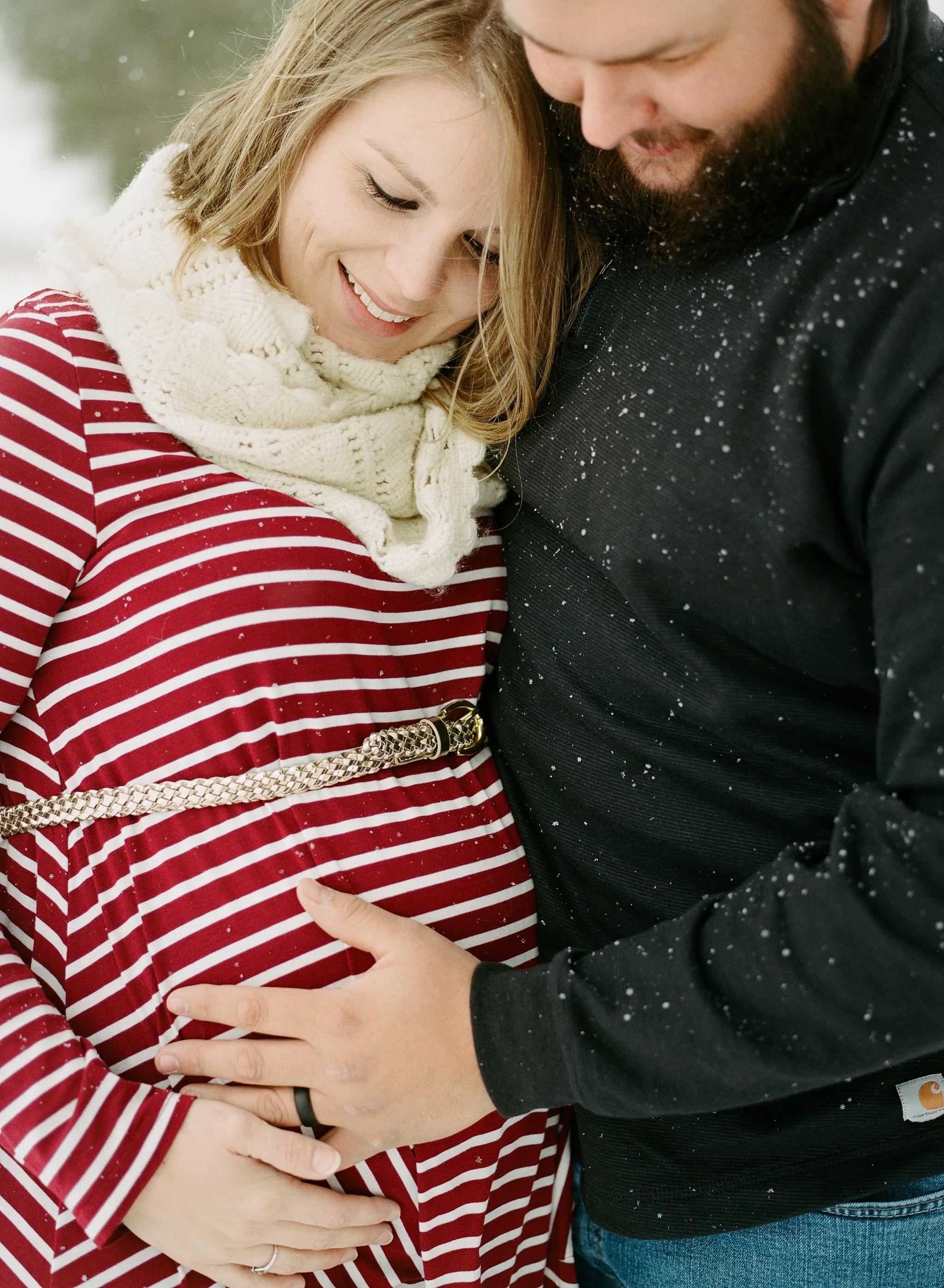 Winter pregnancy photos