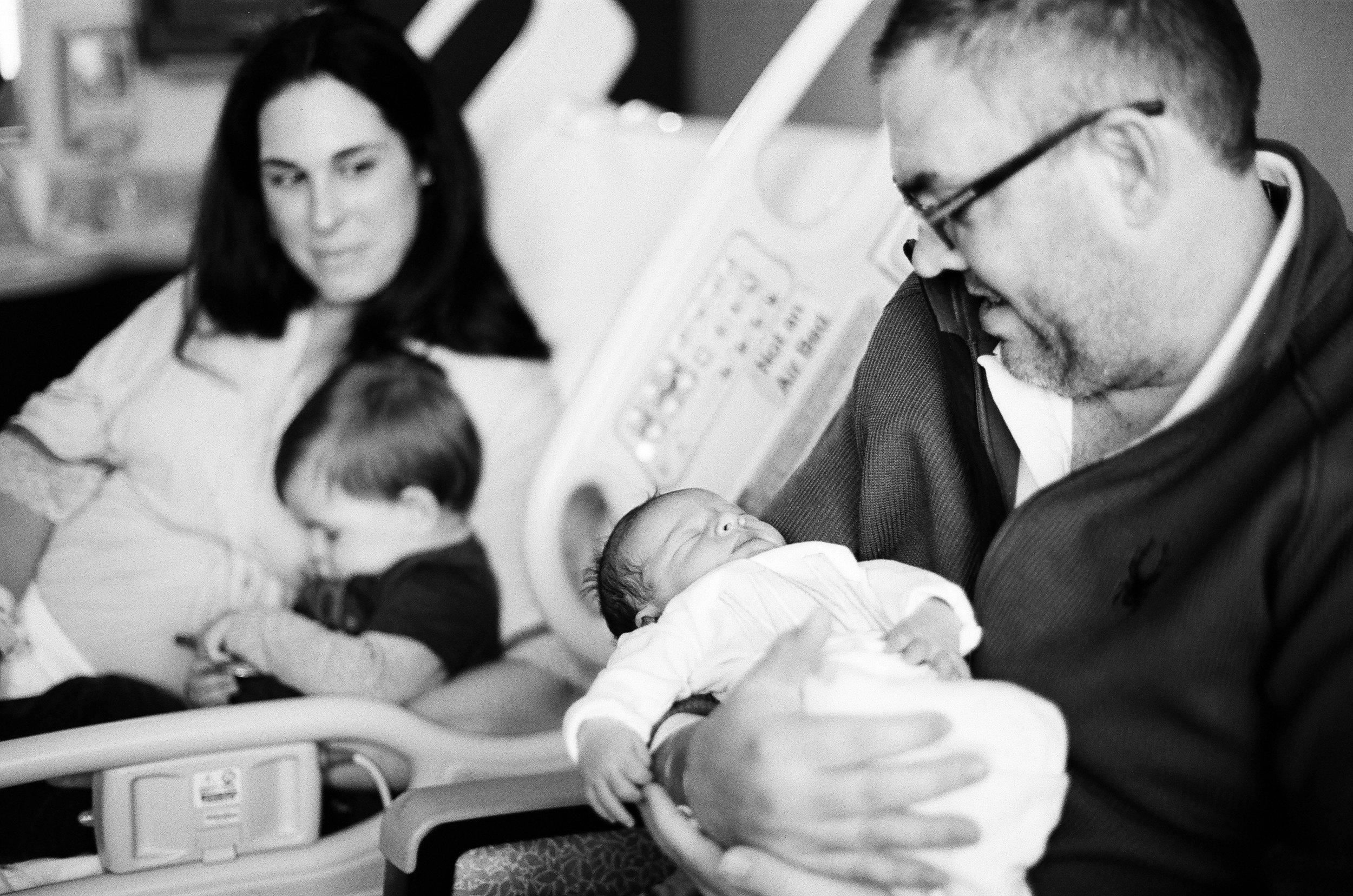 best birth photographers in nashville murfreesboro franklin