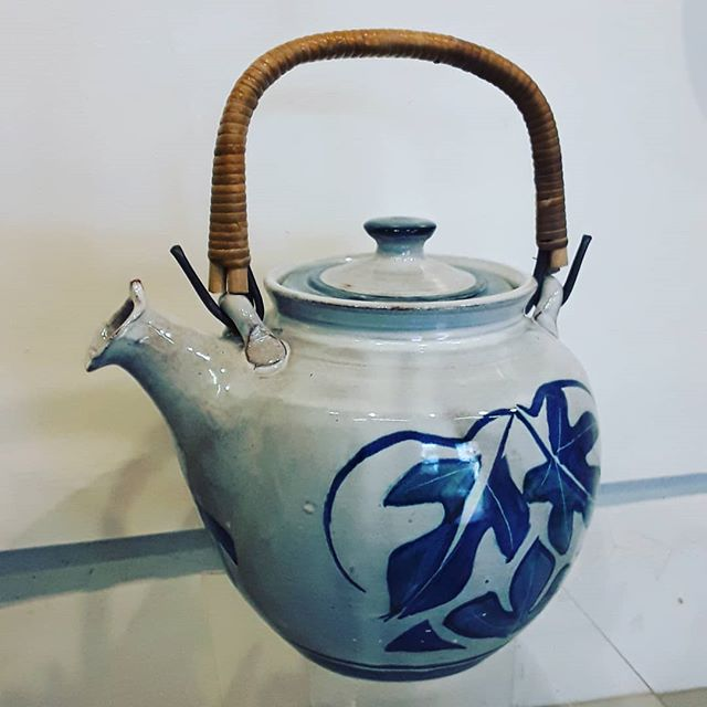 Cane handled teapot #yarntonpottery #andrewhazelden #teapot #canehandleteapot