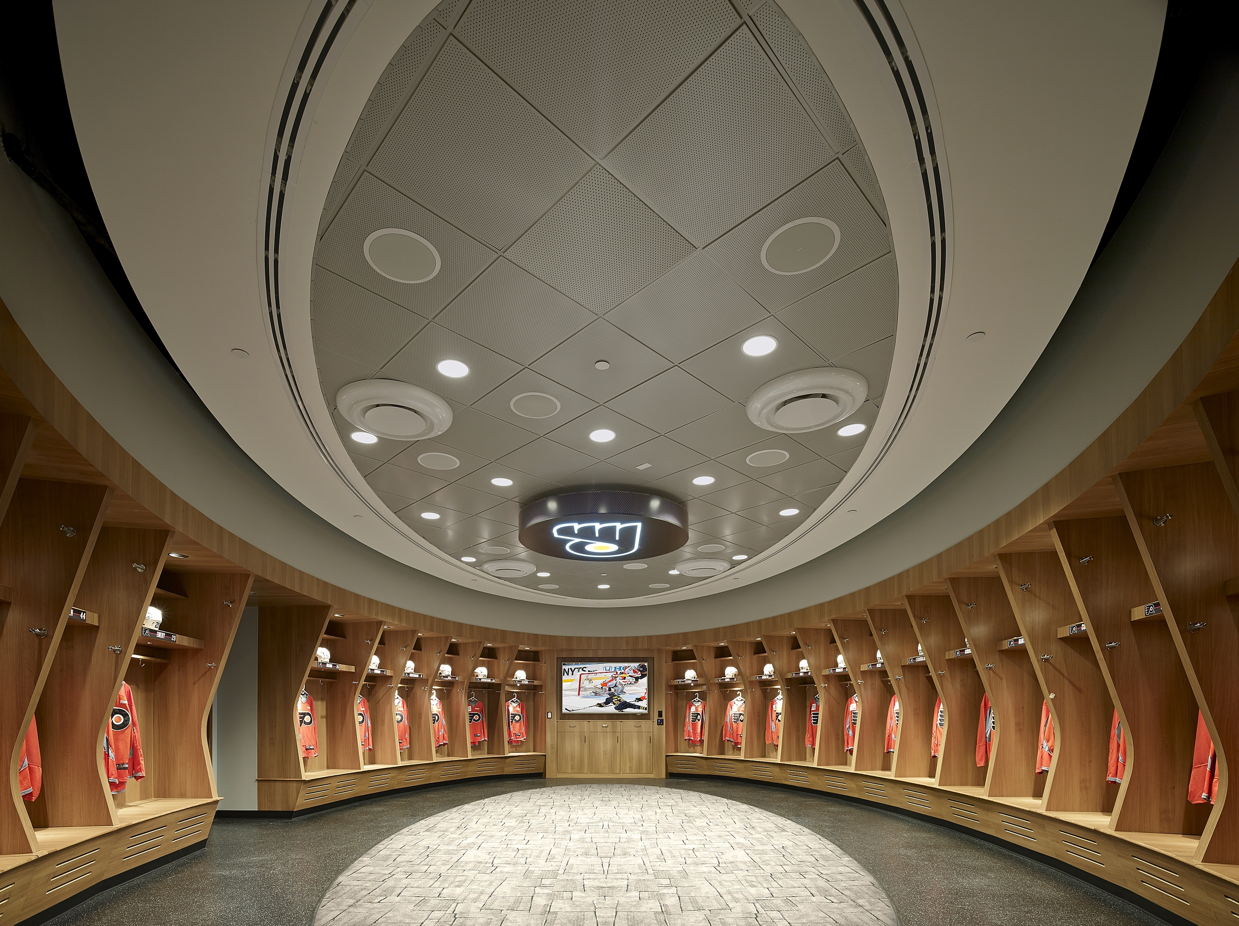 This project for the existing Flyers Training Facility,located within the Virtua Ice Skating Complex, included limited exterior improvements but a complete interiorrenovation.