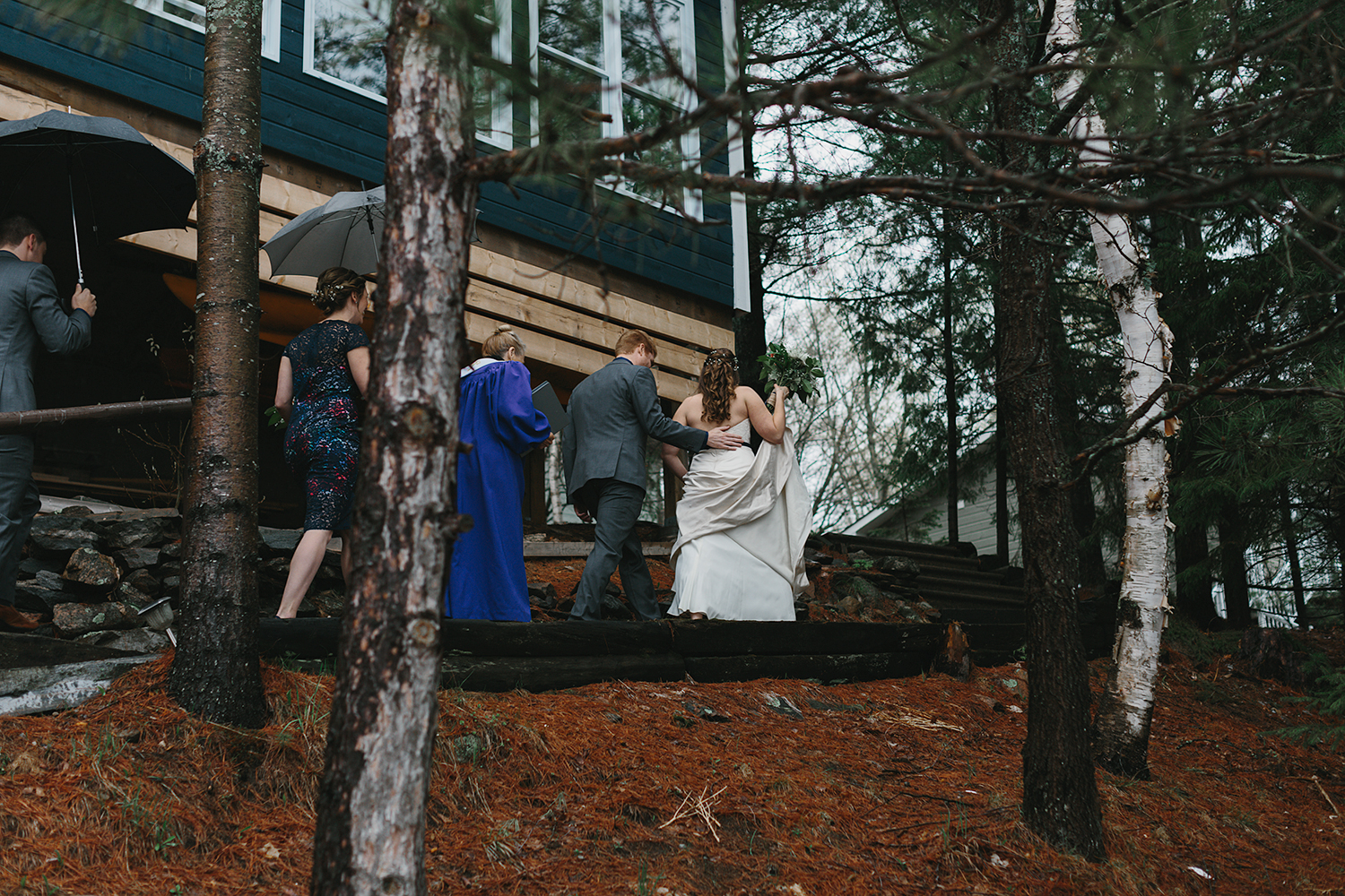 intimate-cottage-family-wedding-in-haliburton-muskokas-toronto-wedding-photography-by-simple-and-natural-photojournalist-ryanne-hollies-ceremony-bride-and-groom-cottage-wedding-inspiration-just-married-happy-couple.jpg