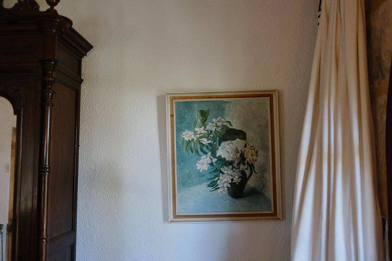 european-wedding-spain-wedding-photographer-destination-wedding-photographer-from-toronto-ryanne-hollies-photography-documentary-editorial-style-spanish-british-valencia-private-villa-wedding-day-details-vintage-painting.jpg