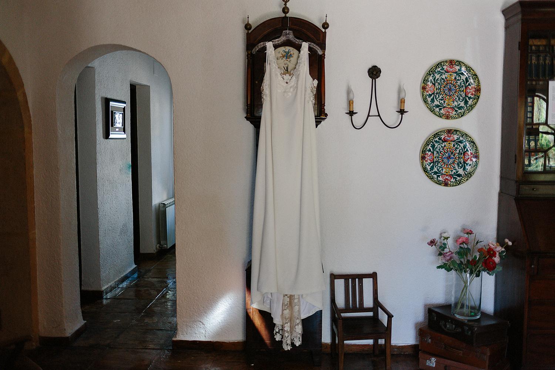 european-wedding-spain-wedding-photographer-destination-wedding-photographer-from-toronto-ryanne-hollies-photography-documentary-editorial-style-toronto-wedding-photographer-getting-ready-details-dress.jpg