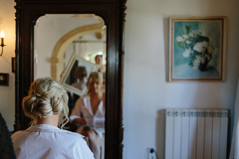 european-wedding-spain-wedding-photographer-destination-wedding-photographer-from-toronto-ryanne-hollies-photography-documentary-editorial-style-toronto-wedding-photographer-getting-ready-bride-hair-and-makeup-candid-artistic.jpg