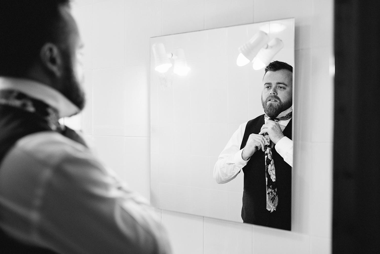 european-wedding-spanish-wedding-photographer-destination-wedding-photographer-from-toronto-ryanne-hollies-photography-valencia-villa-groom-getting-ready-details-groom-tying-tie.jpg