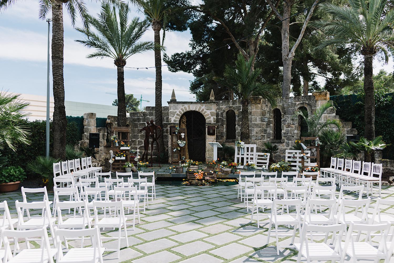 spanish-wedding-photographer-toronto-wedding-photographer-ryanne-hollies-photography-documentary-editorial-style-toronto-wedding-photographer-ceremony-set-up-simple-outdoor-tropical-ceremony.jpg