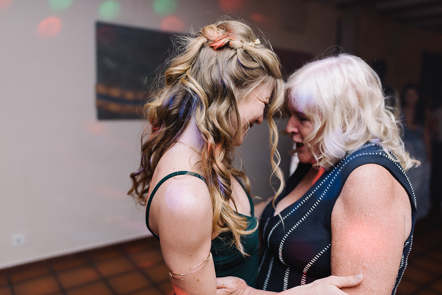 destination-wedding-photographer-from-toronto-ryanne-hollies-photography-documentary-editorial-style-toronto-wedding-photographer-junebug-weddings-reception-partying-wedding-guests-dancing-real-moments.jpg