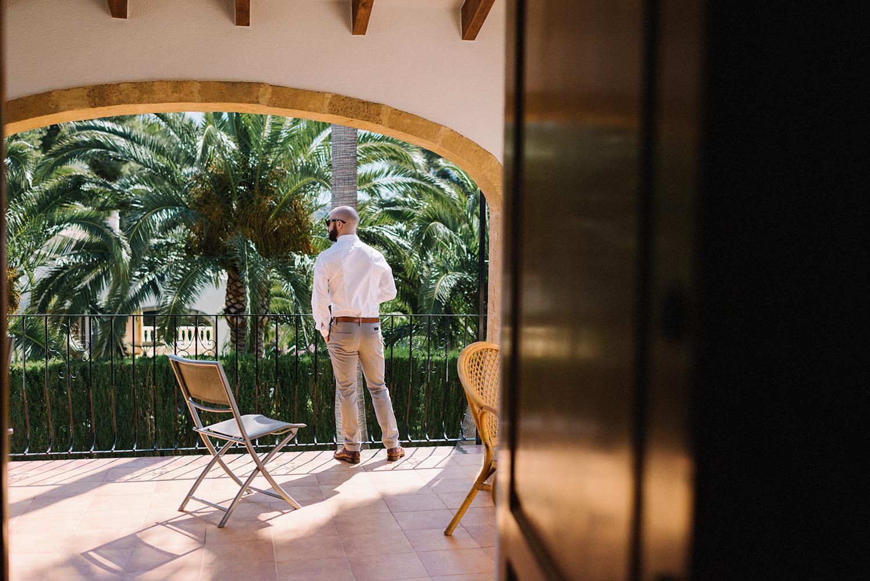 european-wedding-spanish-wedding-photographer-destination-wedding-photographer-from-toronto-ryanne-hollies-photography-valencia-villa-groom-getting-ready-details-groomsman-balcony.jpg