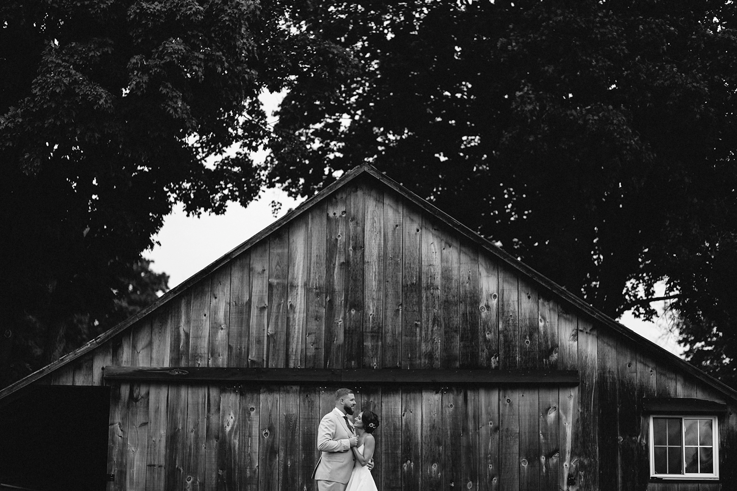 Editorial-Toronto-Wedding-Photographers-Photojournalistic-Wedding-Photography-in-Toronto-Ryanne-Hollies-Photography-candid-documentary-bradford-barn-wedding-venue-inspiration-couples-portraits-romantic-magazine-fashion-inspired-models.jpg