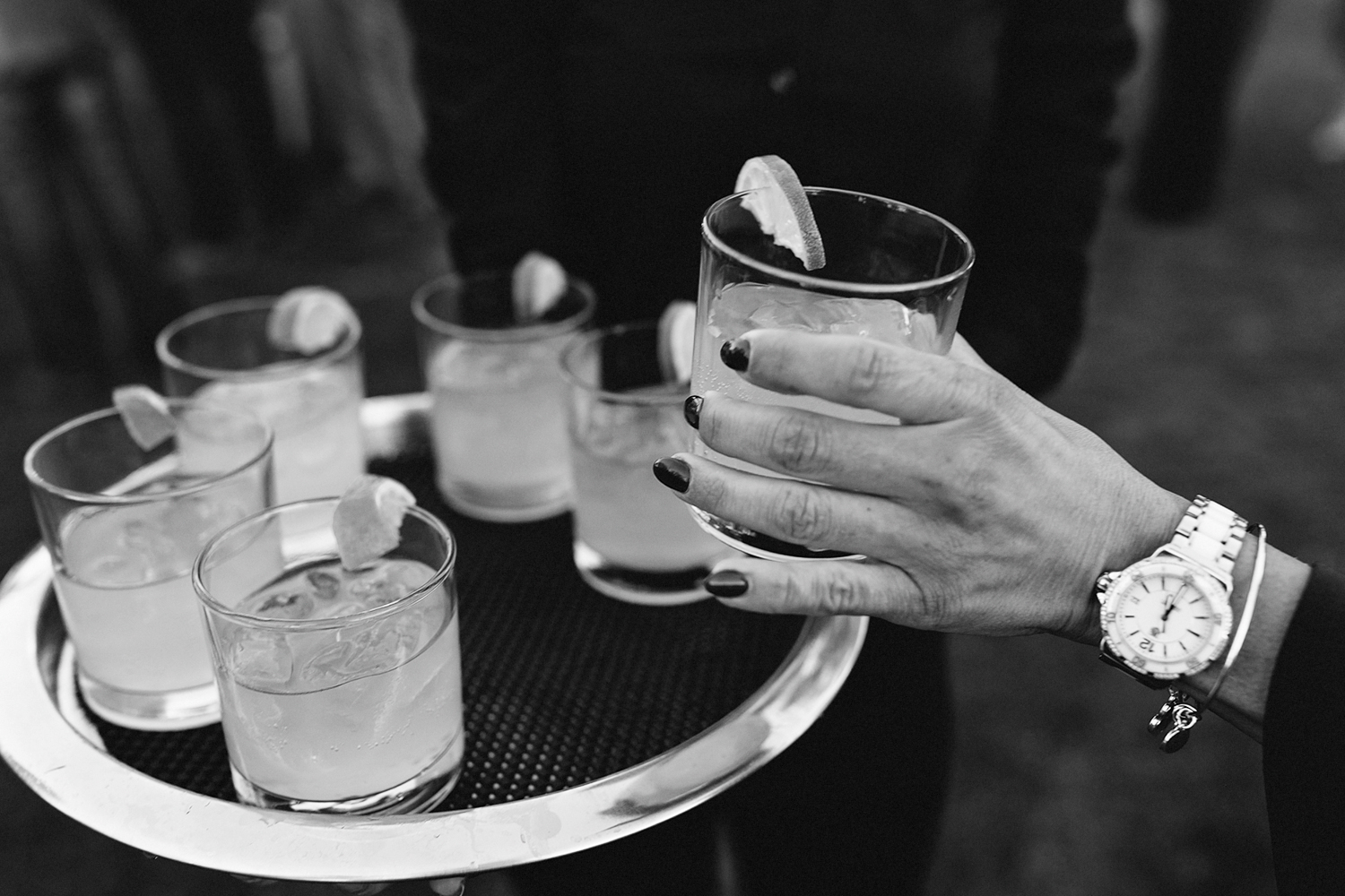 signature-cocktail-during-outdoor-cocktail-hour-At-Eganridge-Resort-Venue-Muskoka-Ontario-Wedding-Photography-by-Ryanne-Hollies-Photography-Toronto-Documentary-Wedding-Photographer.jpg