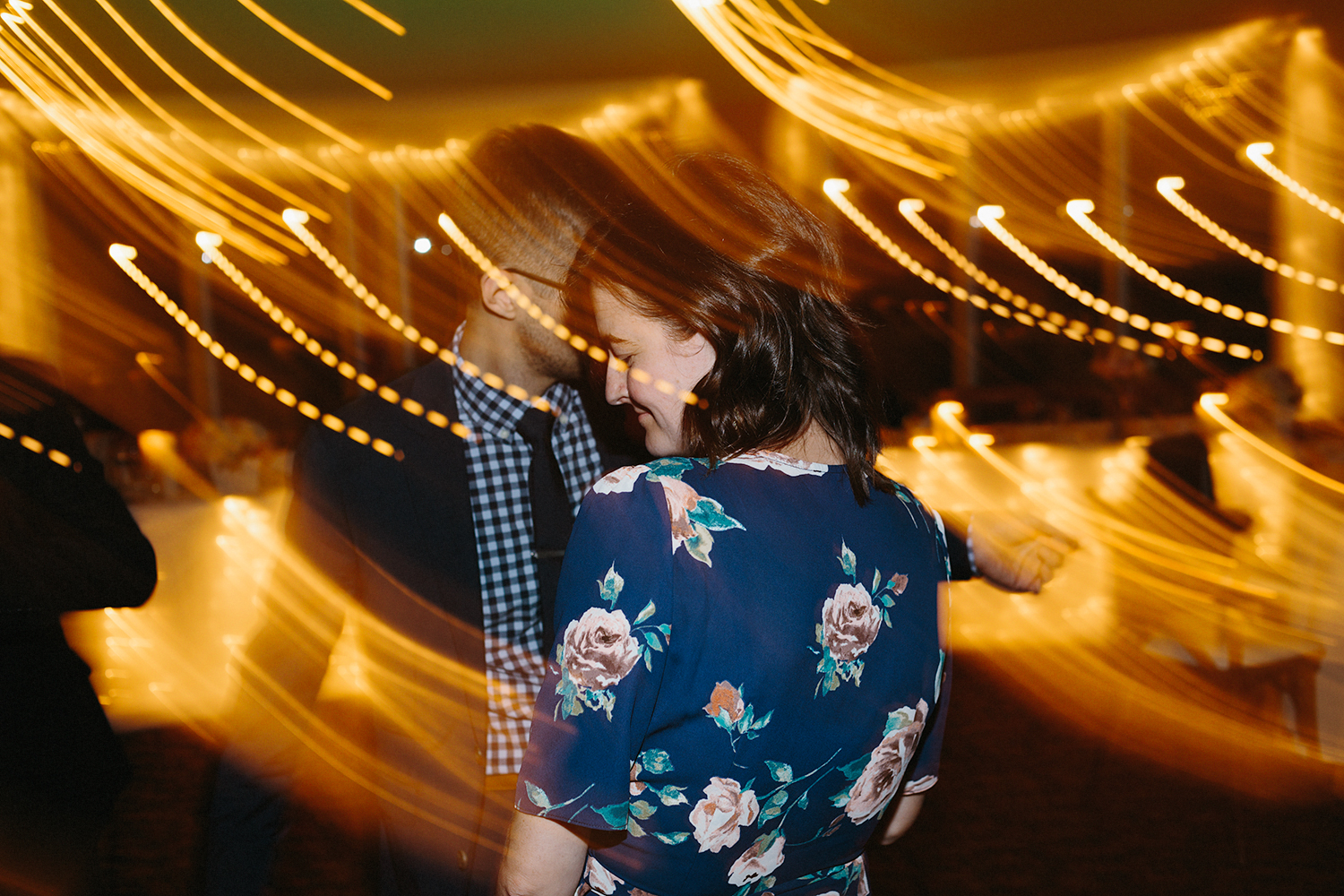 documentary-photos-of-guests-dancing-partying-crazy-lights-at-reception-At-Eganridge-Resort-Venue-Muskoka-Ontario-Wedding-Photography-by-Ryanne-Hollies-Photography-Toronto-Documentary-Wedding-Photographer.jpg