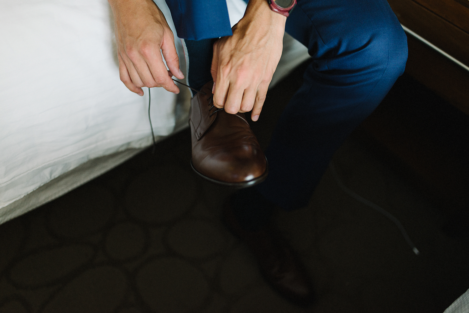 groom-putting-on-shoes-london-ontario-wedding-inspiration.jpg