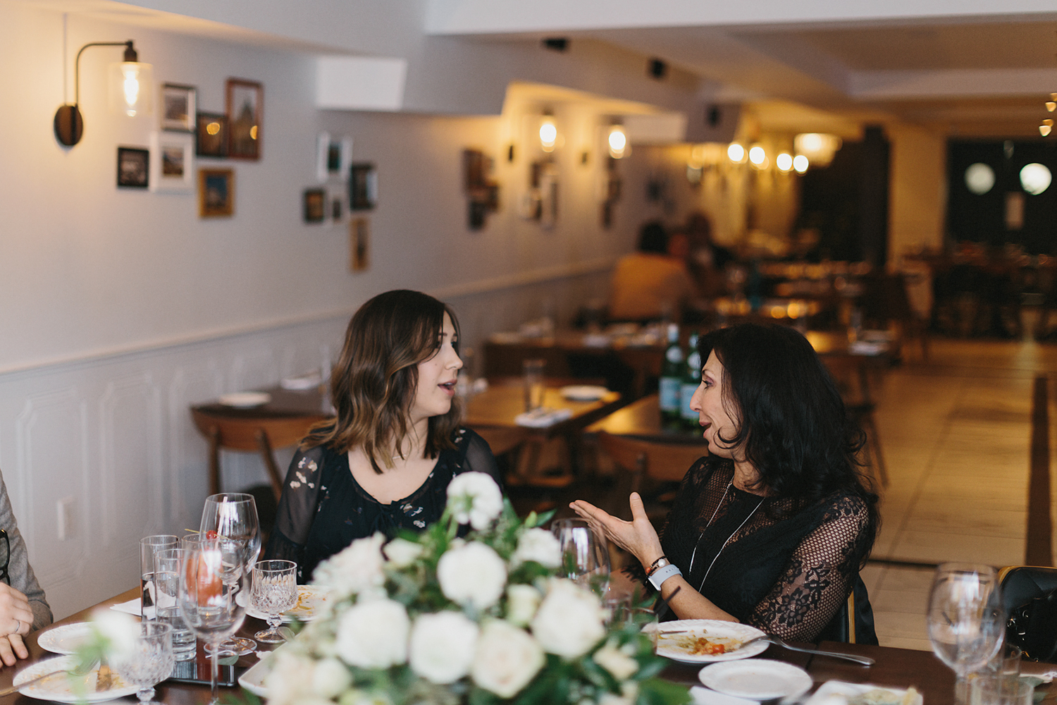 toronto-restaurant-elopement-intimate-wedding-guests-candid-moments.jpg