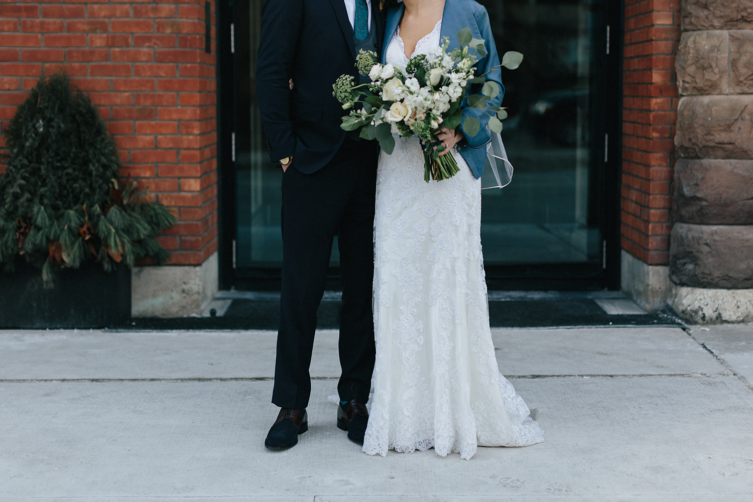 49-13-broadview-hotel-real-wedding-in-downtown-toronto-floral-bouquets.jpg