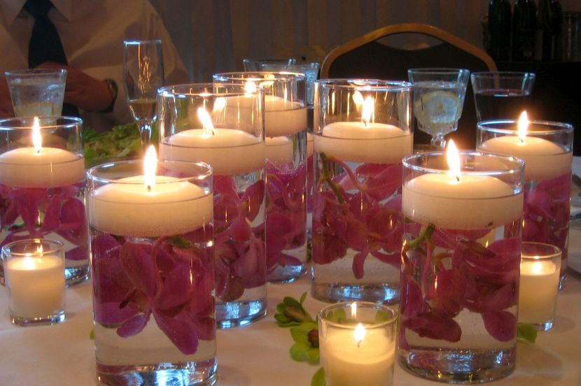 Floral-floating-candle-centerpiece-on-wedding-table.jpg