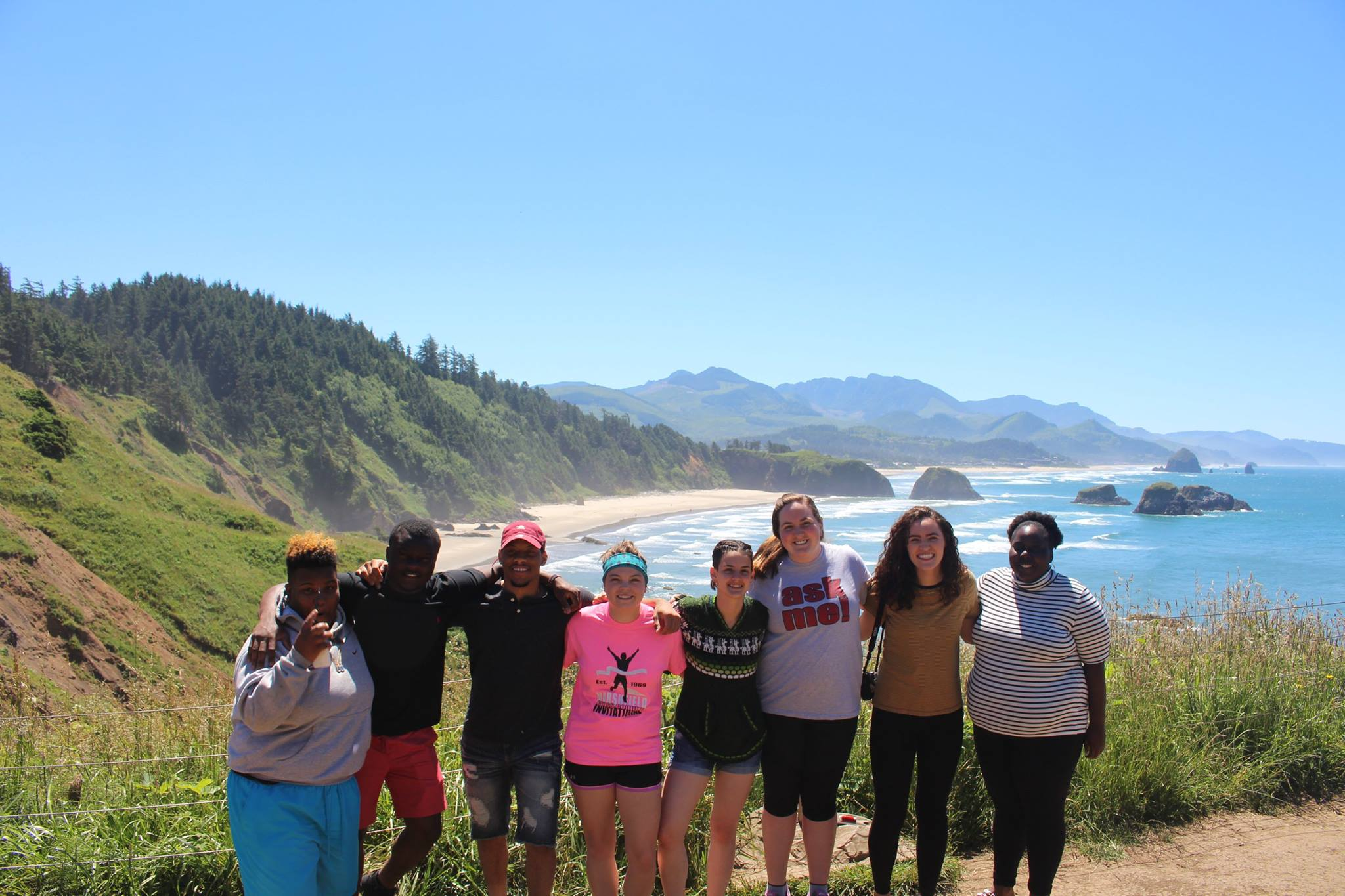 QuadW-Portland-interns-explore-creation-hike-learn-together
