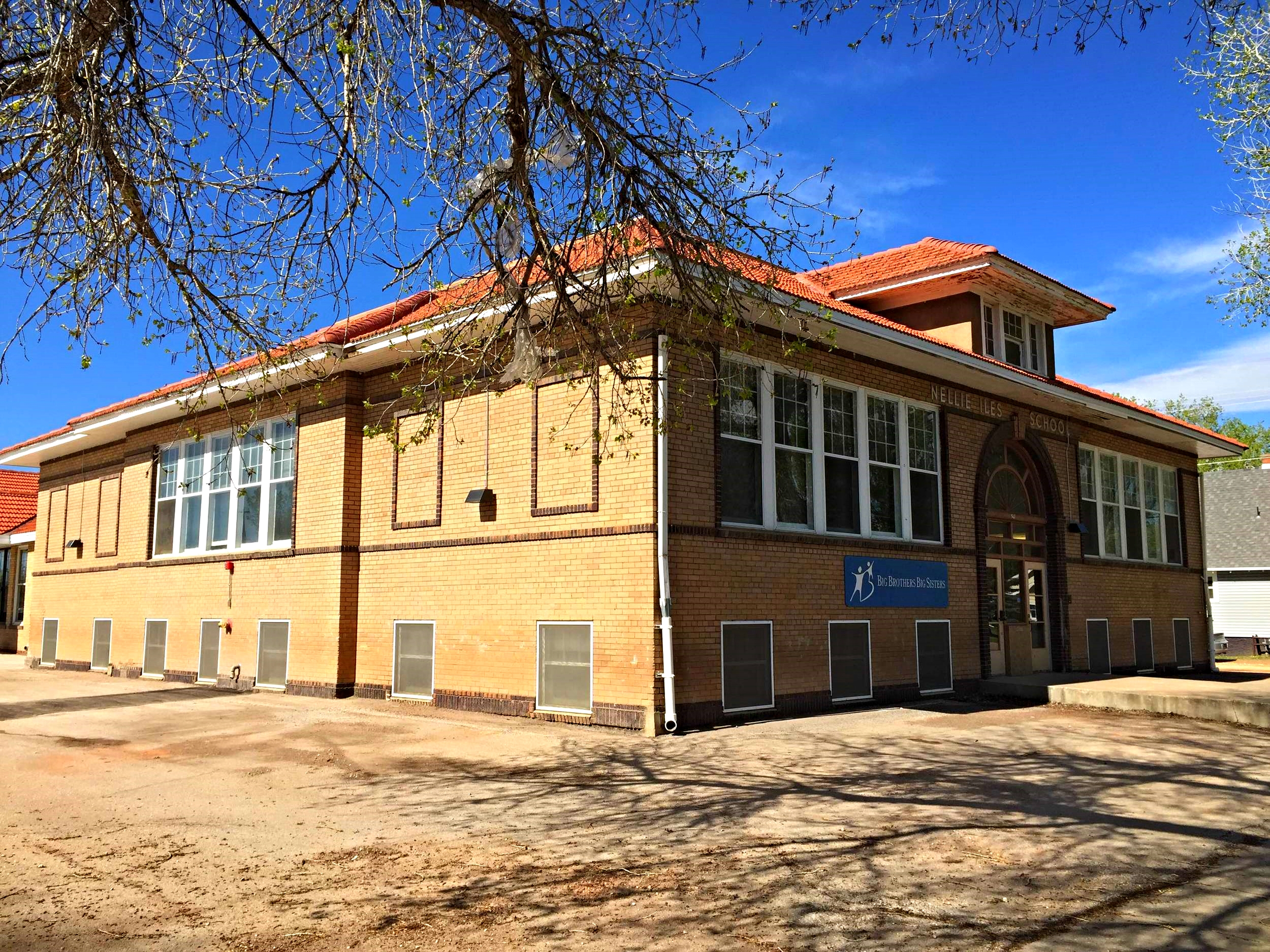 With its large, overhanging eaves and central front-facing dormer, Nellie Iles School looks just like an enlarged version of one of the surrounding houses.