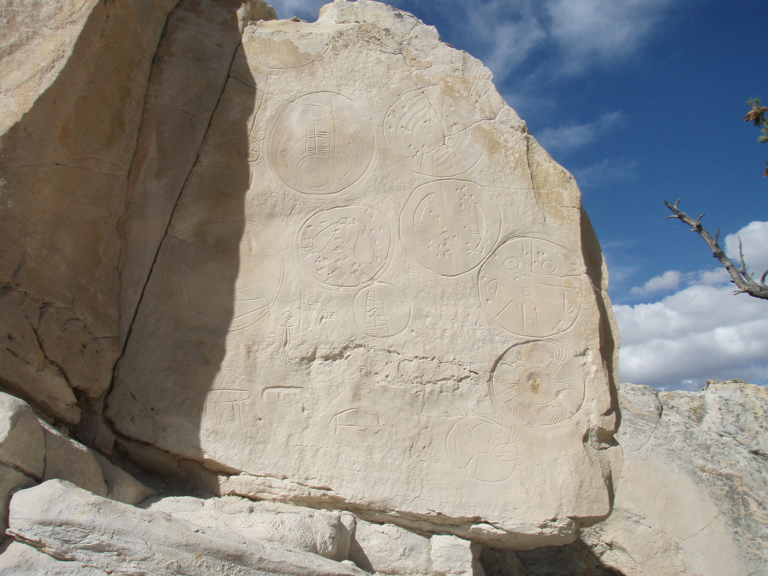 Shields petroglyphs at Castle Gardens