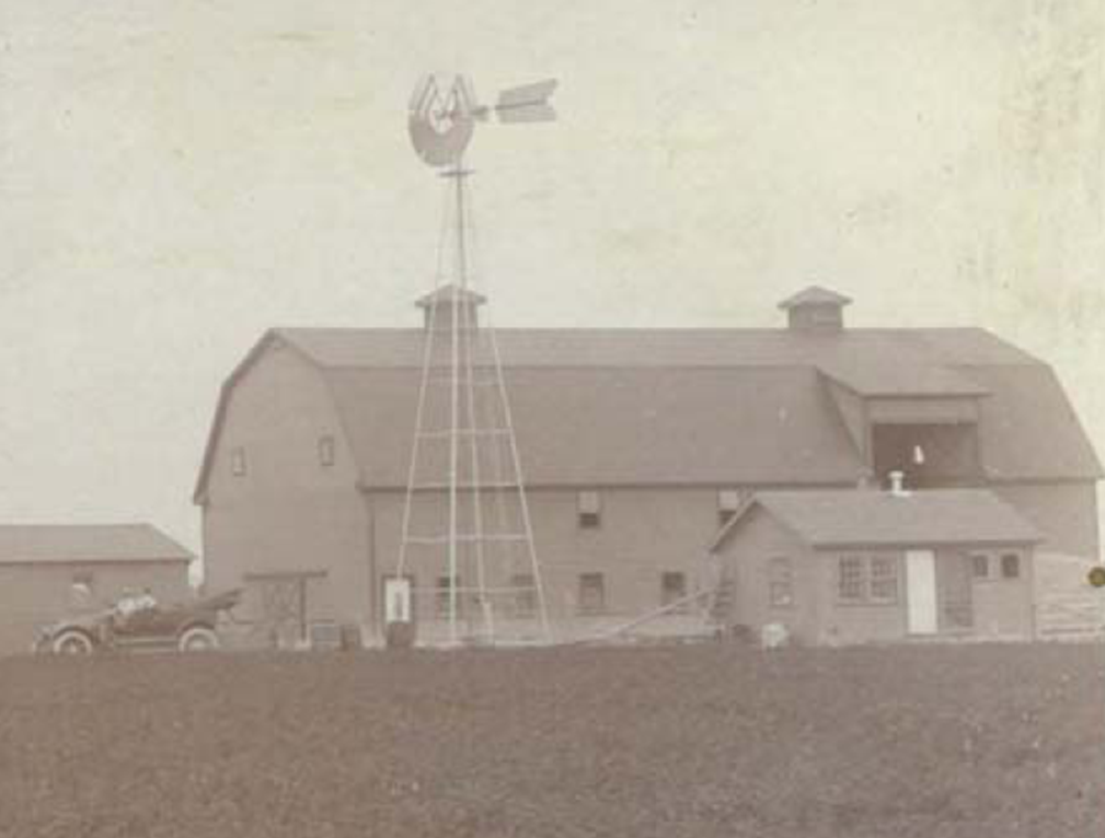 East facade Corthell Barn early 1900s.png