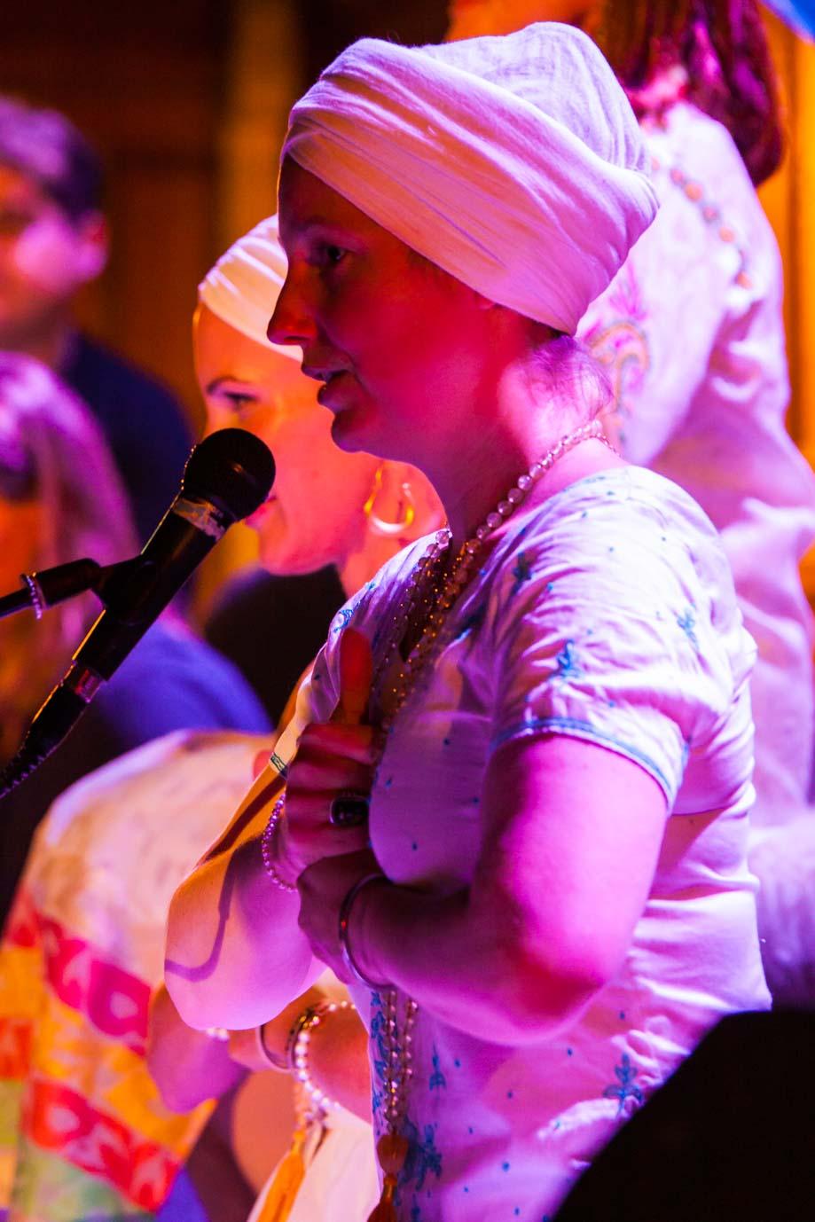 Sat Shakti demonstrates Shiv Kriya at Wilder Shores album launch with Belinda Carlisle. Photo by Vik Singh Taak.