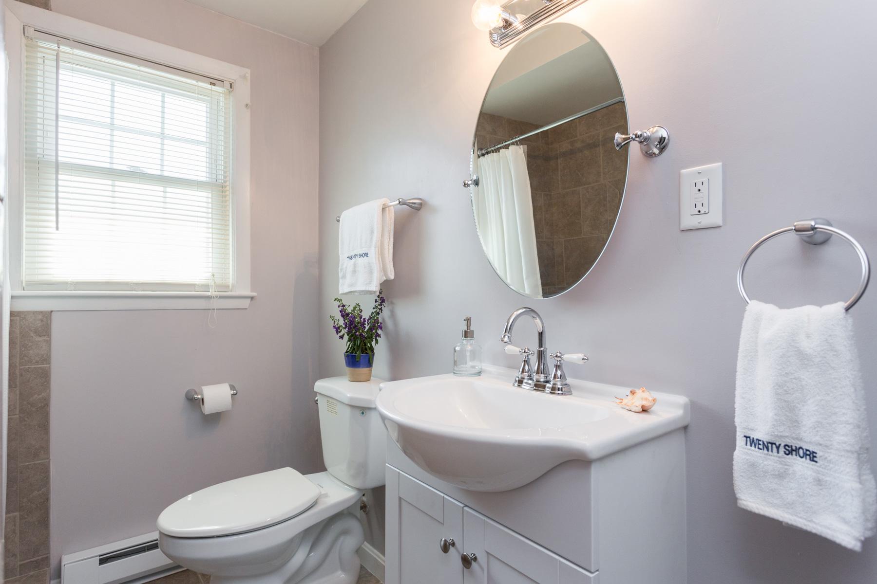 IMG_3895-12_bathroom5A.jpg