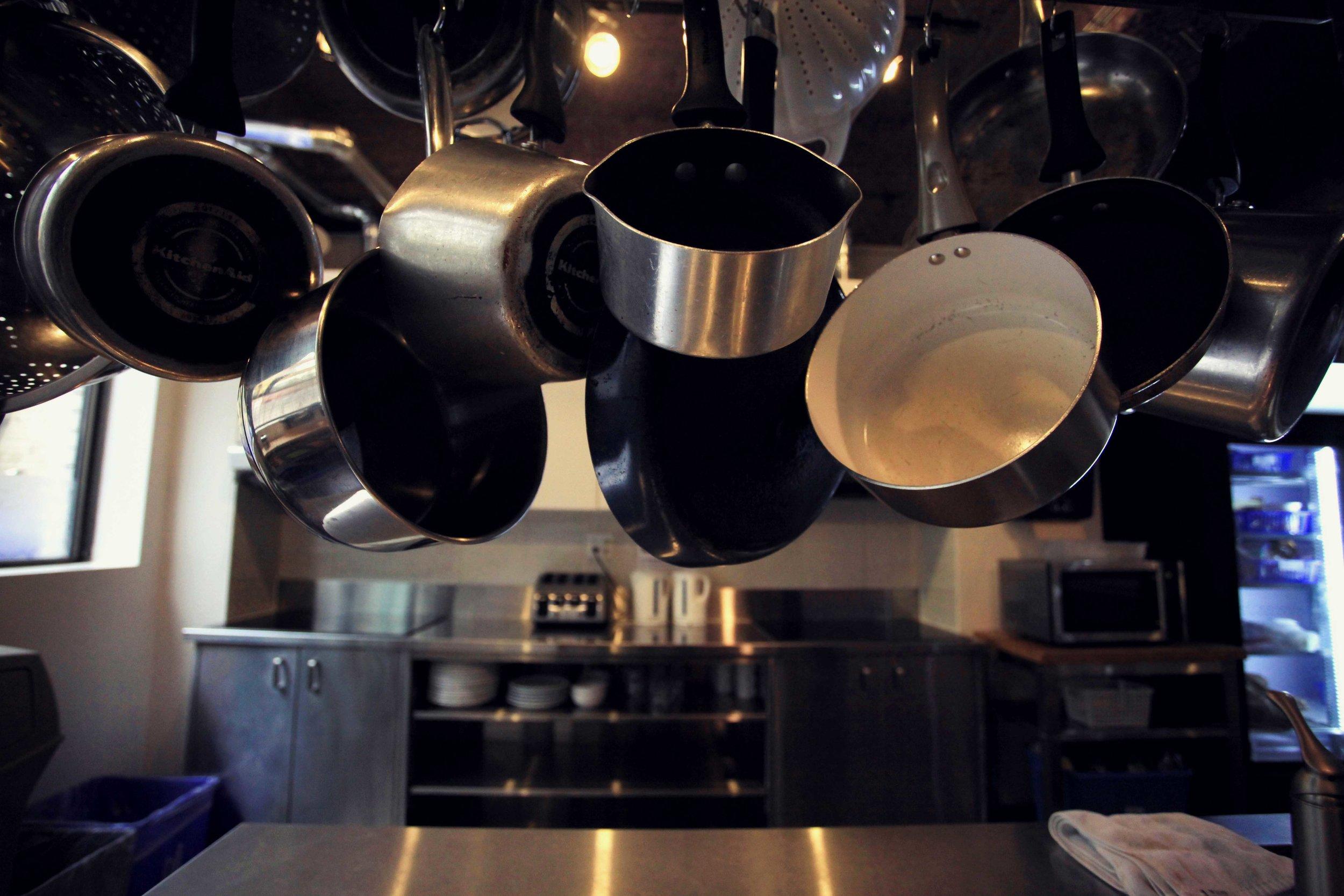 HI-Toronto-Hostel-Auberge-Kitchen-Pots.jpg