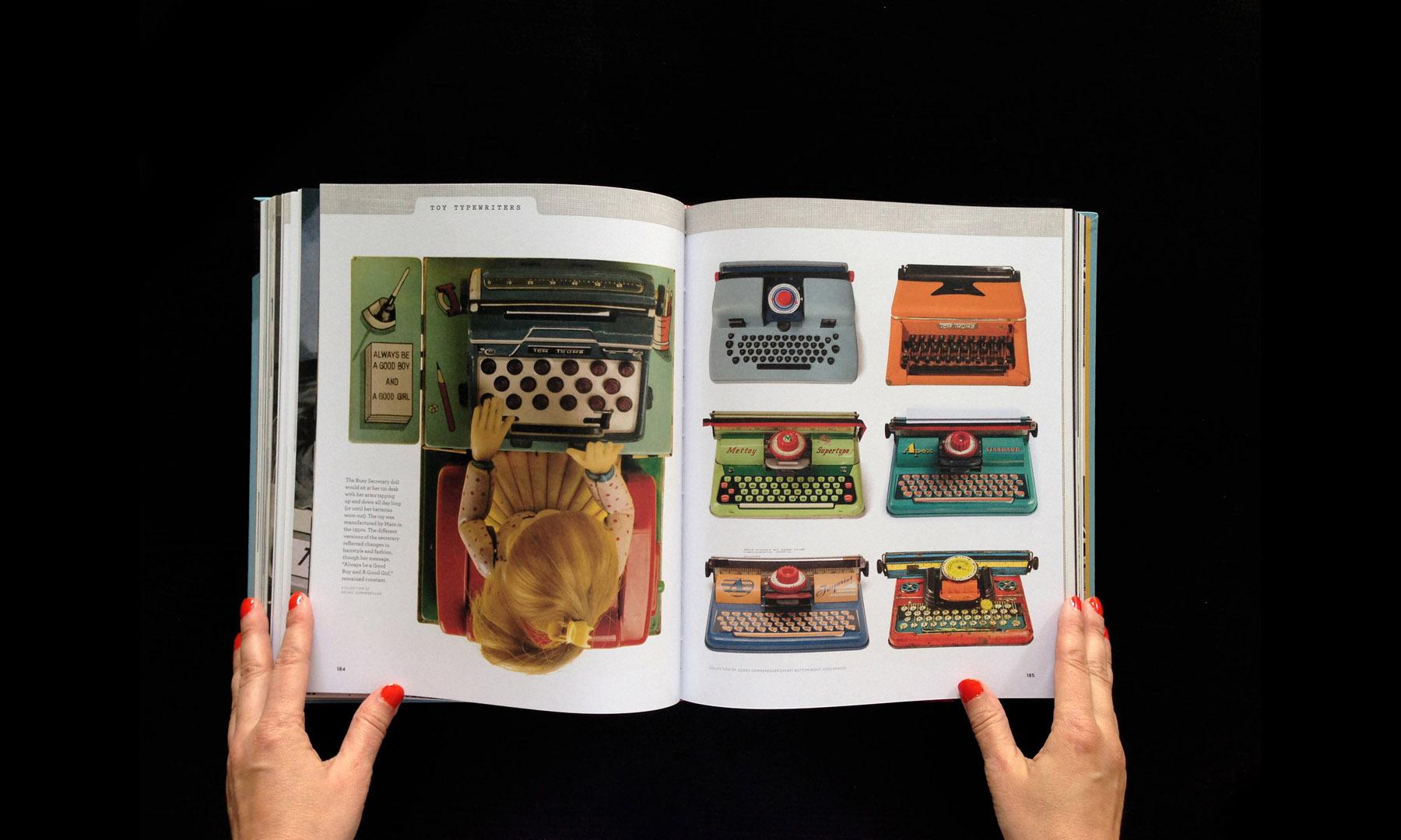 closeup-gallery-typewriterbook-033.jpg
