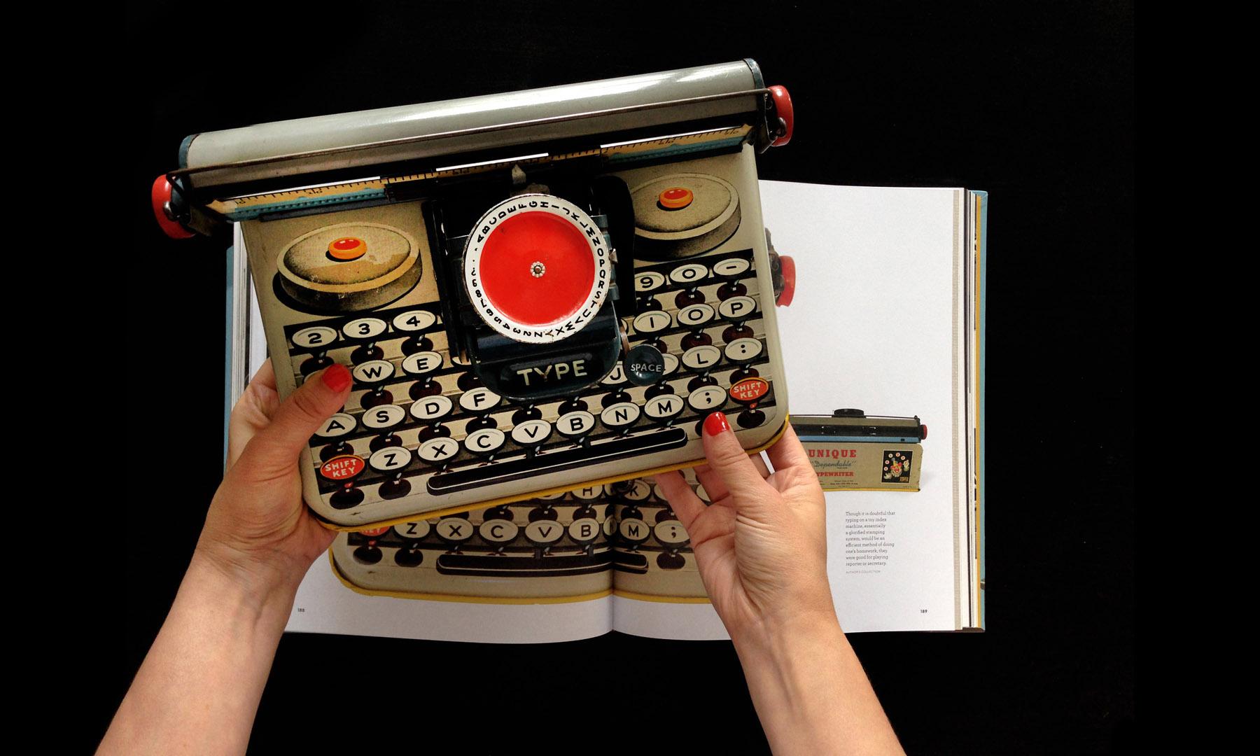 closeup-gallery-typewriterbook-034.jpg