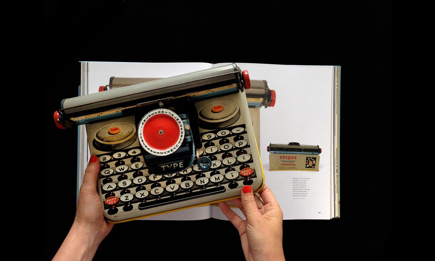 closeup-gallery-typewriterbook-035.jpg