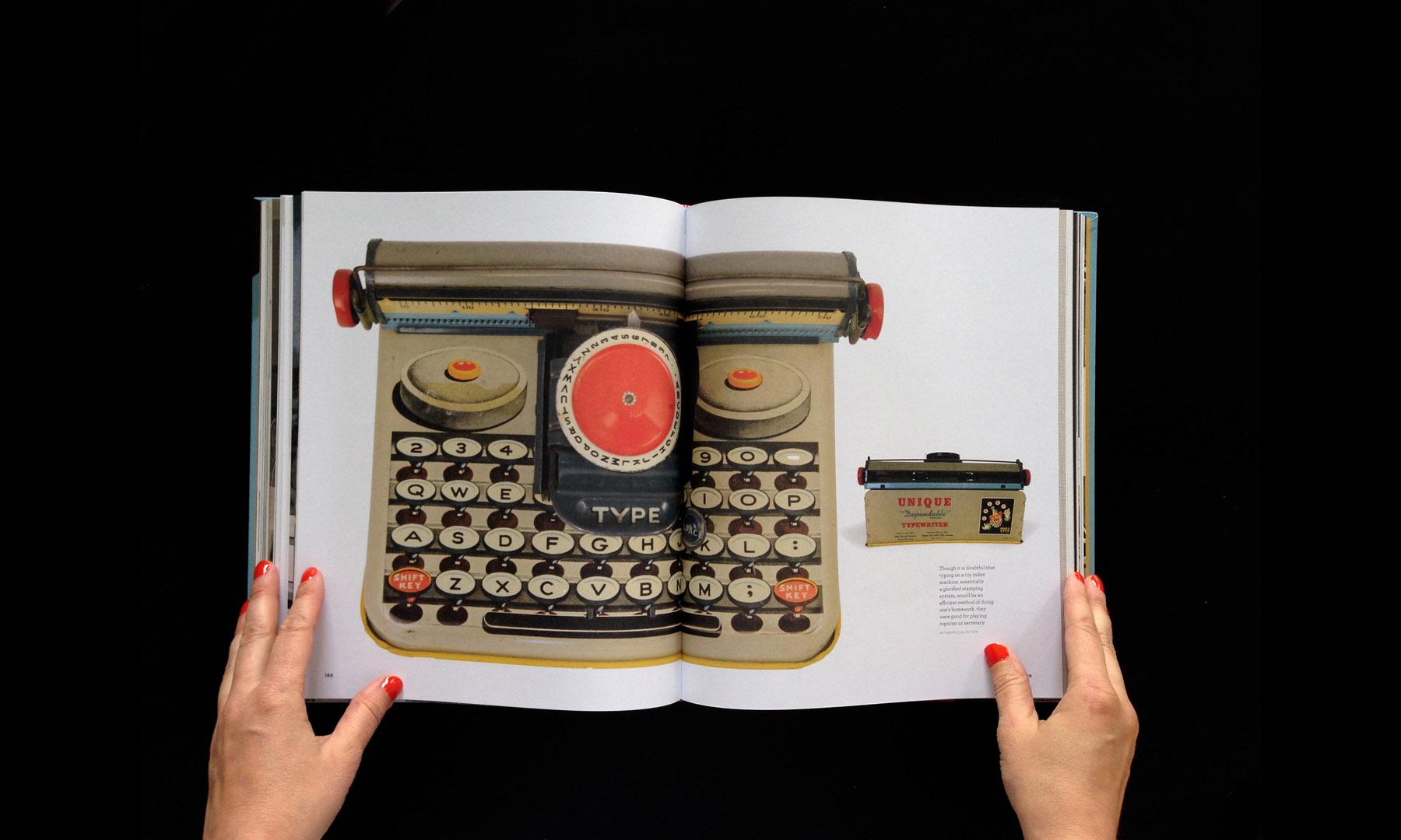 closeup-gallery-typewriterbook-036.jpg
