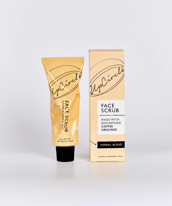 Ready -Set - SCRUB! - Skrubb bort tørr hud og døde hudceller slik at du føler deg myk, glatt og glødende. Skrubben er blandet med sheasmør for å gi huden massevis av næring og fuktighet.