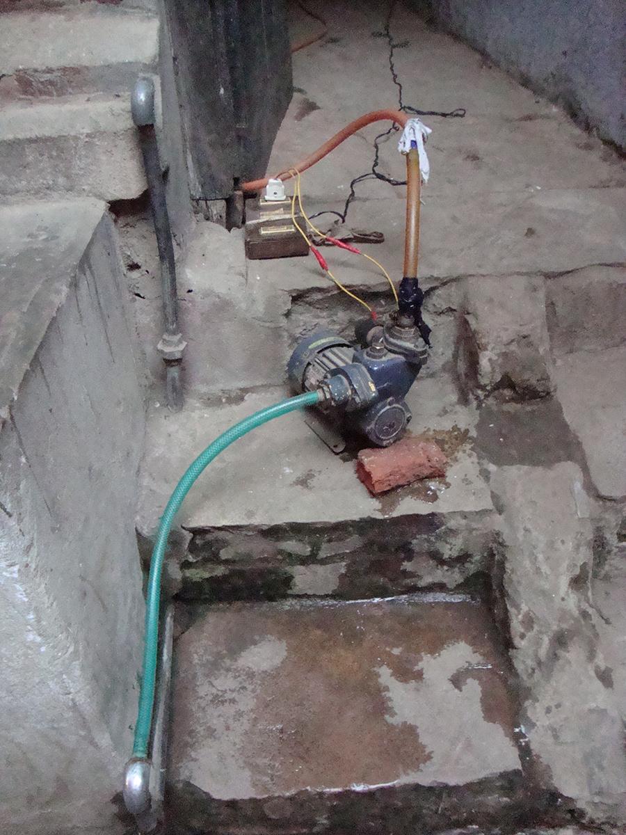 Domestic pump Bodh Gaya.JPG