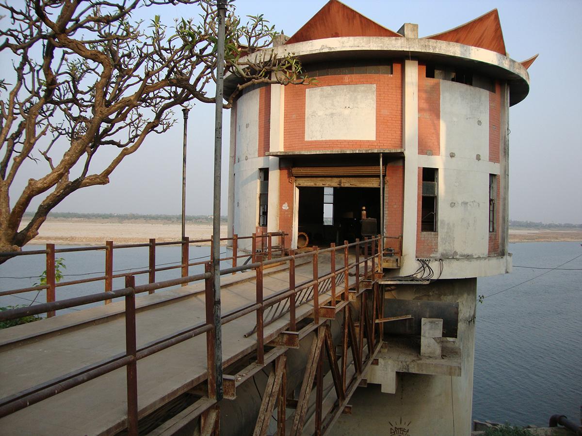 Ganges water plant Varanasi.JPG