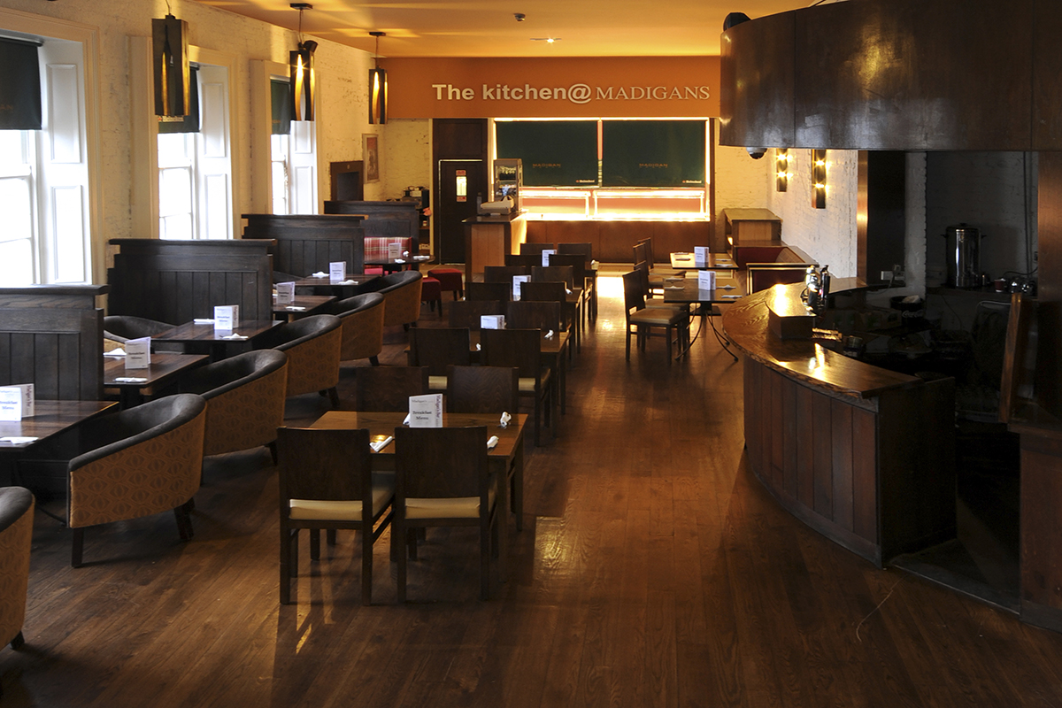9 Madigans Connolly Station (Carvery Lounge) ©2015 Mick Langan 004.jpg