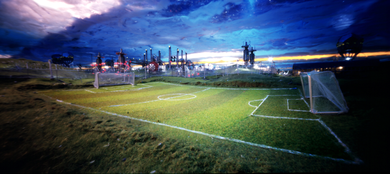 Voetbalveld met fabriek 2