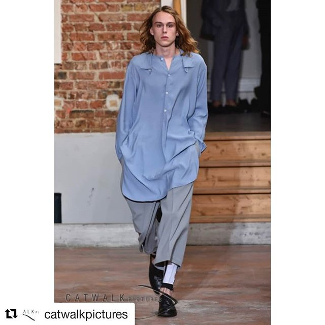 #Repost @catwalkpictures @nelly_the_photographer ・・・ The menswear shows have just started in #Paris and #Catwalkpictures is covering them all… Let's take a look at some less well known presentations like the french #LouisGabrielNouchi ho studied at #LaCambreModes in #Brussels and worked for a few years with #RafSimons on his menswear collection. He presented his first show today in the #PereLachaise area… #PFW  #ParisFashionWeek #Menswear #Catwalkpictures #PrimeExposure Image Ph.: © Arnel de la Gente for Catwalkpictures.com