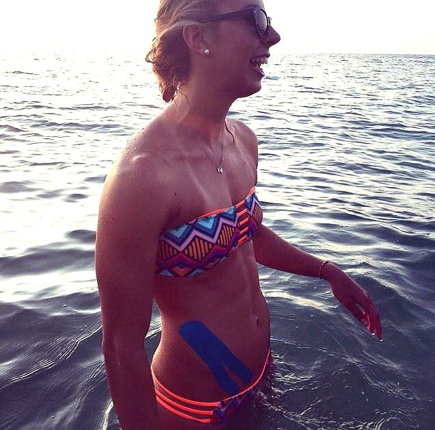 Alexandra Wenk während dem Trainingslager, physiotherapeutisch getapet. Foto: privat