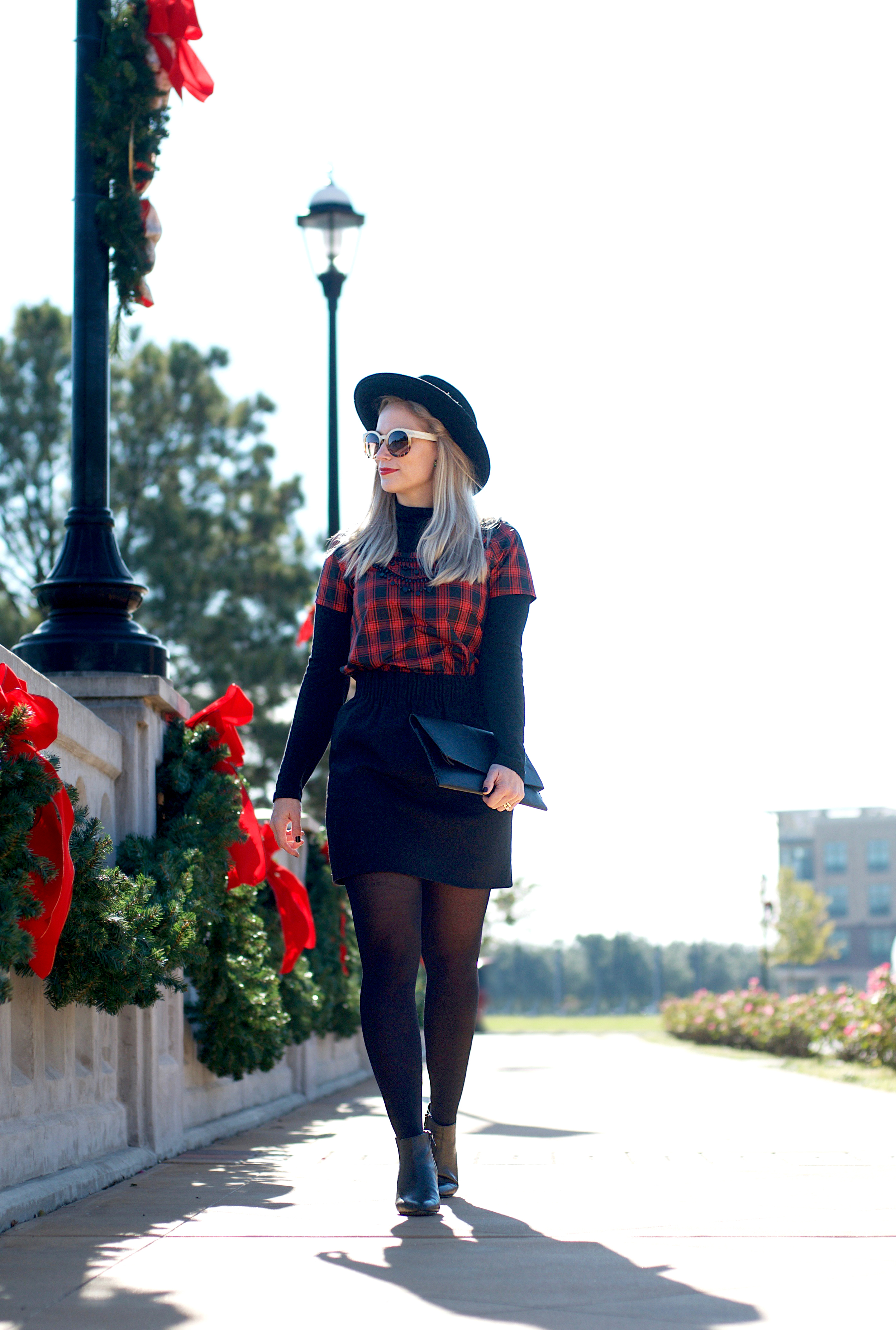 Black and Red Holiday Look4.jpg