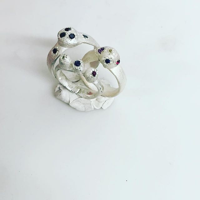 Un avant goût de ce qui s'en vient avec le printemps...🌱🌱🌱#contemporaryjewellery #artjewelry #sneakpeek #newcollection #alexandrebergeronjoaillerie #ab #stones #bagues #rings #prints