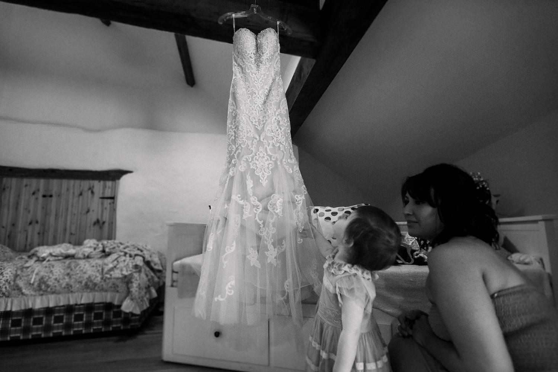 Heart_Shaped_Stone_Wedding_Photography-4.jpg