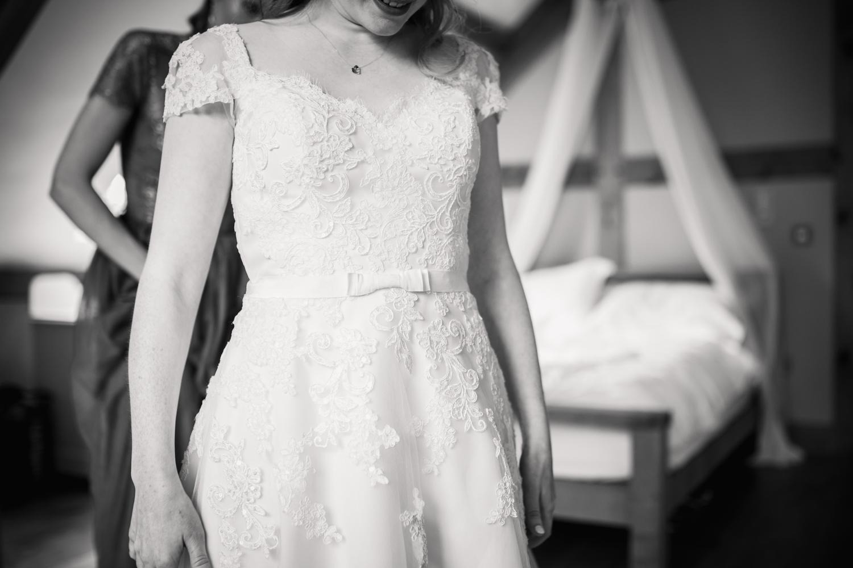 THE_OAK_BARN_DEVON_WEDDING_PHOTOGRAPHER-12.jpg